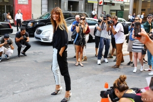 img-street-style-new-york-fashion-week-spring-2014-part-2-holding_185739675293