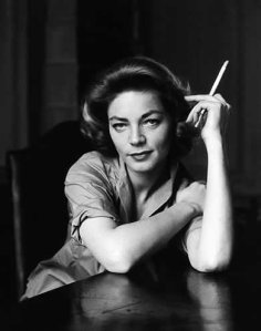 lauren-bacall-SMOKING
