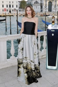 Sienna-Guillory-Vogue-28Aug14-Getty_b_592x888