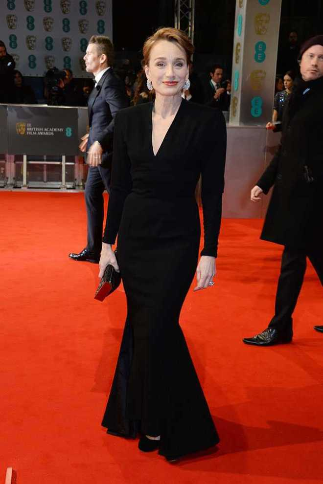 kristin-scott-thomas,-baftas-2015-red-carpet,-elle-uk,-getty__large
